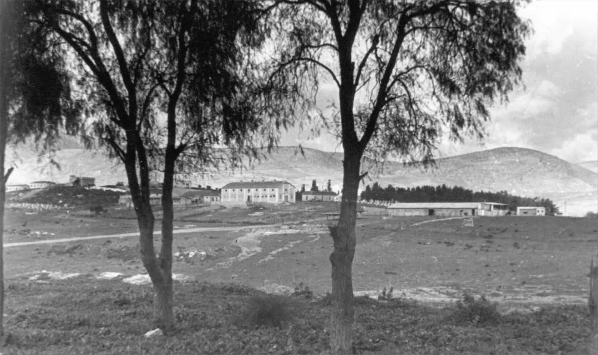 איילת השחר מנג_מת-א-סובך, הרפת העליונה ומגדל המים